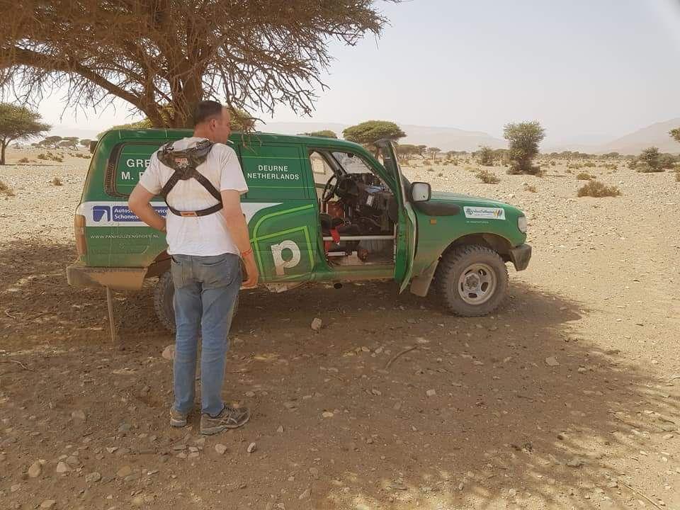 Nou we zijn binnen 477km stampen zand modder en heel veel stenen. Laatste 60 km in het donker gereden. Nu kan de monteur aan de gang. Wij eten roadbook maken wassen als dat lukt en een paar uurtjes rust pakken. Laat erin vroeg op.